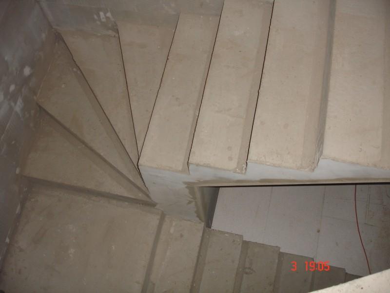 Šalovanie schodiska. armovanie, betonáž terasy